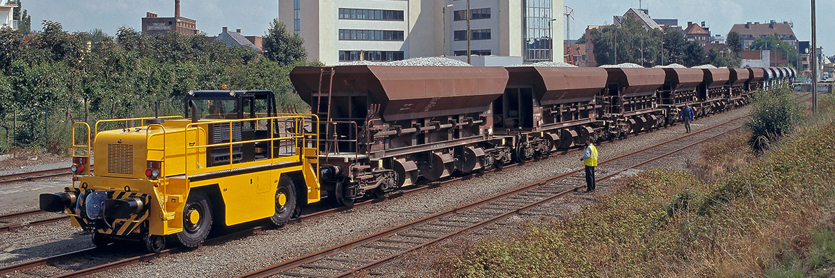 For heavy shunting needs, up to 4000 tonnes, the Rotrac RR is available in a range of sizes and capacities.